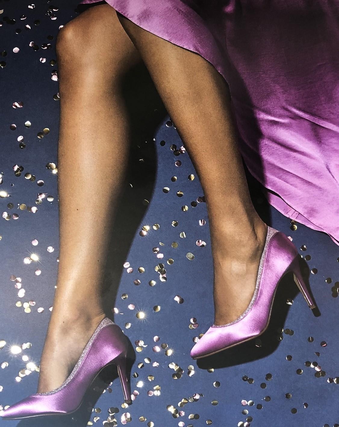 Schoenen én tasje in kleur jurkset.