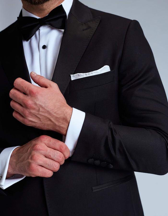 Kostuums voor hem: voor bruiloften (of begrafenissen).